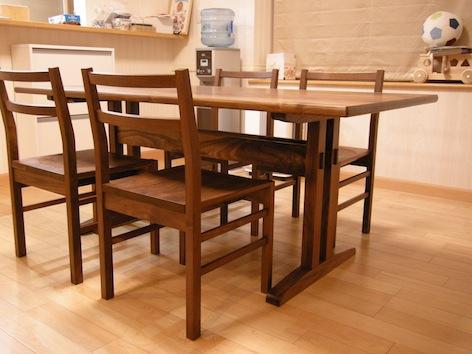 福島県のお客様にウォールナットのダイニングテーブルとダイニングチェアーをお届け