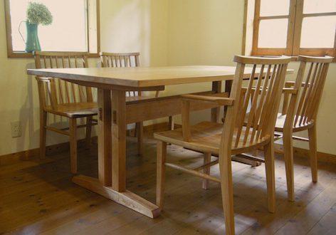下野市のお客様にお届けしたチェリーのkigumiテーブルとショートアームチェアー