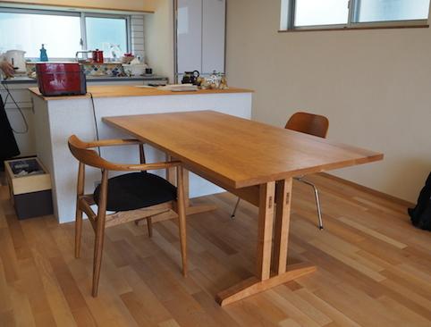 埼玉県のお客様にお届けしたkigumiのダイニングテーブル