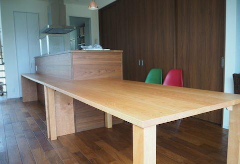 那須塩原市のお客様へチェリーのダイニングテーブルとカウンターテーブルをお届け