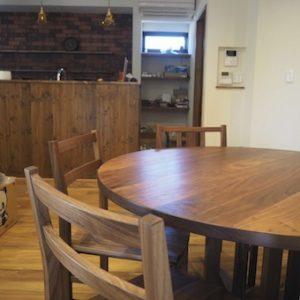 小山市のお客様へお届けしたウォールナットのダイニングテーブルとチェアー