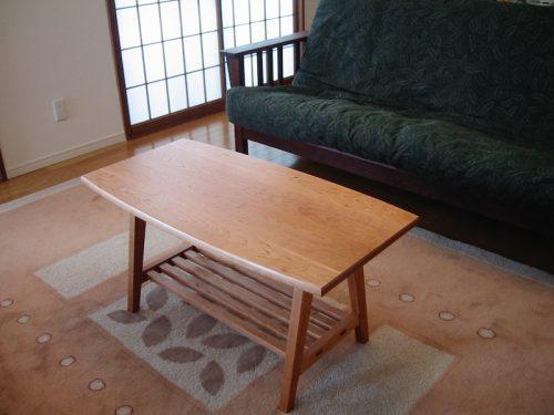 チェリーのソファーテーブル