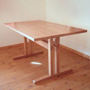 ナラのダイニングテーブル