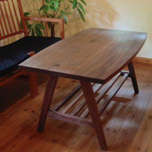 ウォールナットのソファーテーブル