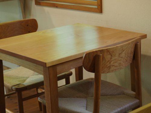 チェリーのカフェテーブル
