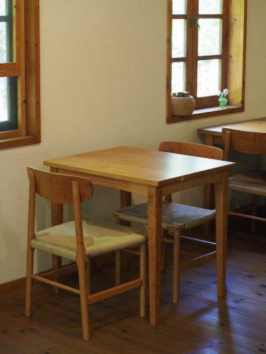 チェリーのカフェテーブル 椅子とセット