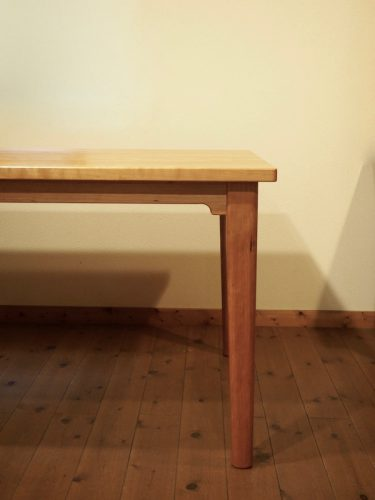 チェリーのダイニングテーブル 脚