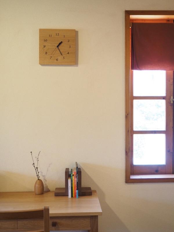 木の時計 四角 数字の文字盤