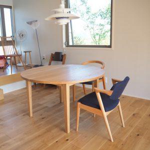 ナラの丸テーブル