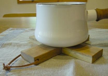 クルミの鍋敷き