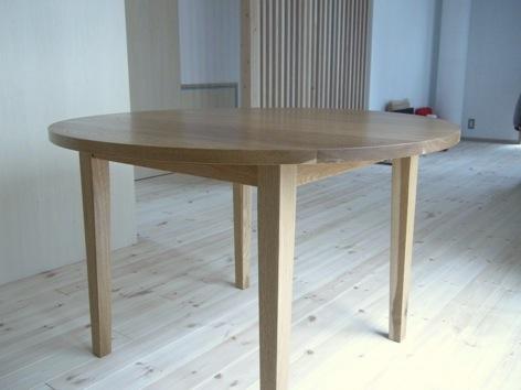 ナラのラウンドテーブル
